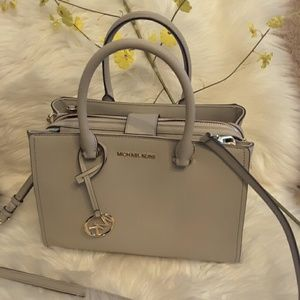 MICHAEL KORS GENUINE LEATHER LESLIE  SATCHEL md